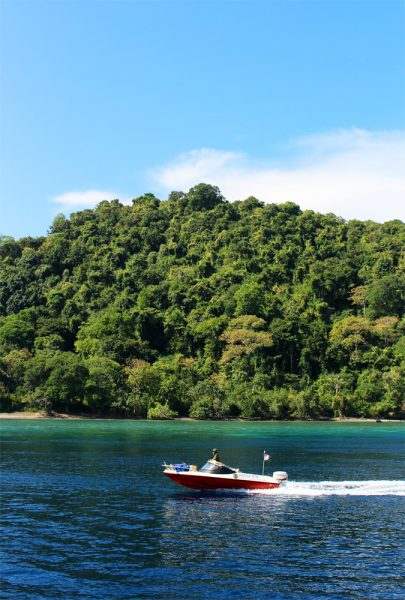 A speedboat zips into Satonda, which is also a great snorkelling spot